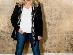 Bonnie Tyler ist zurück - Between the Earth and the Stars          (C)Foto: earMusic / Tina Korhonen